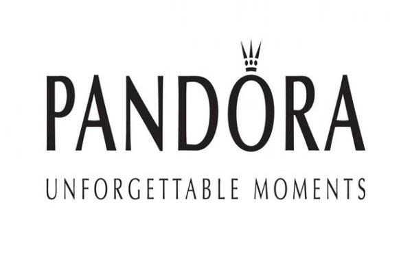 Αυτά τα Χριστούγεννα, χάρισε μια στιγμή με σύμβολα PANDORA!