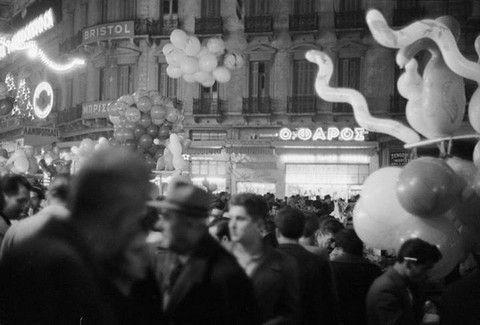 Υπέροχες ρετρό εικόνες: Η Χριστουγεννιάτικη Αθήνα του 1950 & του 1960!
