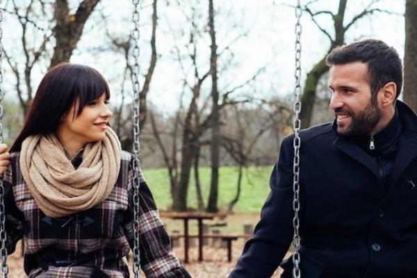 Σε γουστάρει αλλά φοβάται να στο πει: Τα 6 πράγματα που όλοι κάνουν όταν τους αρέσει κάποια