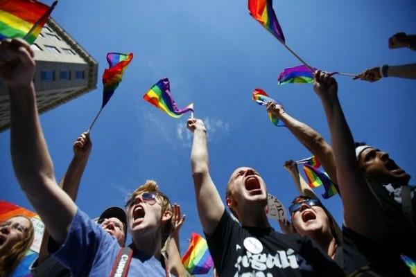 Είναι gay ο μισός πληθυσμός της γης; Η έρευνα που έχει προκαλέσει αντιδράσεις σε όλο τον πλανήτη