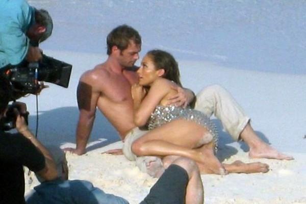 Κάνε έρωτα σαν την Jennifer Lopez: Η απόλυτη σταρ μας μαθαίνει τα καλύτερα κόλπα στο κρεβάτι!