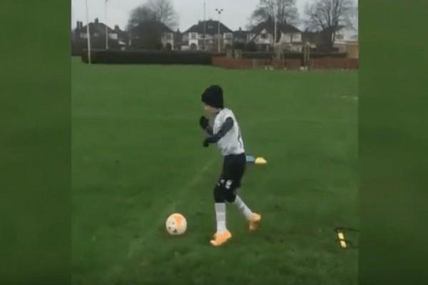 Μεγαλείο ψυχής: Ο πιτσιρικάς με την εγκεφαλική παράλυση που περπάτησε για να παίξει ποδόσφαιρο (VIDEO)