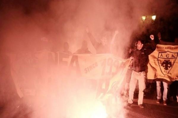 «ΑΕΚάρα φέρε μας το Κύπελλο» φώναζαν οι οπαδοί στους παίκτες της ΑΕΚ