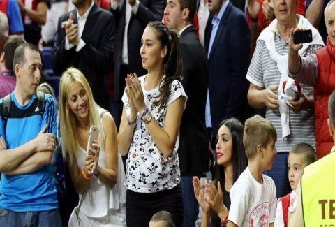 Ξεφτίλα: Το εμετικό σύνθημα των οπαδών της ΑΕΚ για τη γυναίκα του Σπανούλη! (VIDEO)