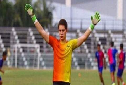 Παγκόσμιο σοκ: 18χρονος τερματοφύλακας έχασε τη ζωή του από χτύπημα κεραυνού στην προπόνηση! (PHOTOS)