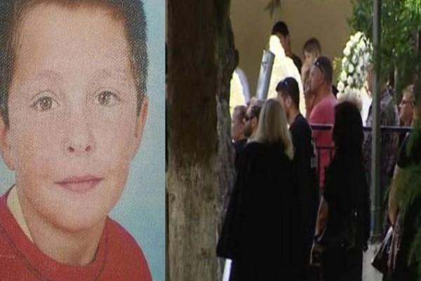 Θλίψη, οδύνη και ένα τεράστιο γιατί! Εικόνες σπαραγμού από την κηδεία του 14χρονου Τάσου!