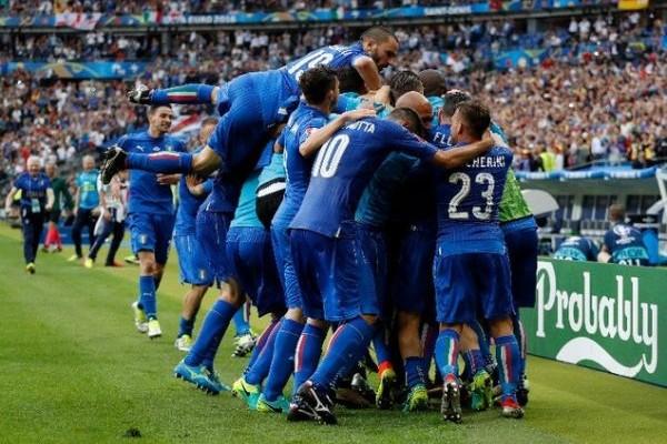 The Italian Job: Στα προημιτελικά του Εuro η σκουάντρα ατζούρα, 2-0 την Ισπανία! (PHOTOS)