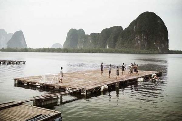 Η συγκλονιστική ιστορία της ομάδας που δεν έχει γήπεδο! Παίζει ποδόσφαιρο στο... νερό! (PHOTOS+VIDEO)