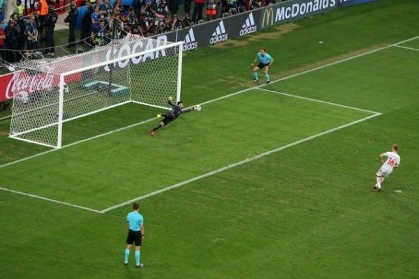 Euro 2016: Φερνάντο λαμπρός την οδηγεί! Με συνταγή Σάντος και με την