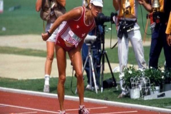 Η πιο συγκλονιστική κούρσα στην ιστορία των Ολυμπιακών Αγώνων: Η μαραθωνοδρόμος που κατέρρευσε μέσα στο στάδιο αλλά αρνήθηκε να εγκαταλείψει και τερμάτισε