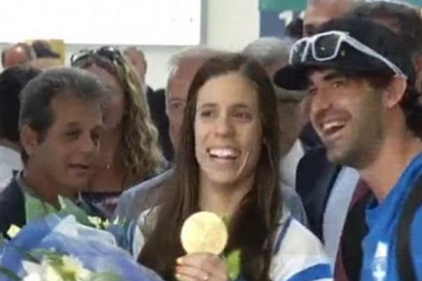 Λαμπερή και υπέροχη! Στην Αθήνα η χρυσή Ολυμπιονίκης του επί κοντώ Κατερίνα Στεφανίδη