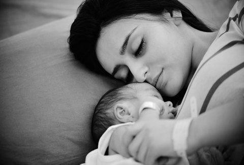 Σκάνδαλο: Αρνούνται την εγγραφή ληξιαρχικής πράξης γέννησης σε μωρό λόγω συμφώνου συμβίωσης της μητέρας!