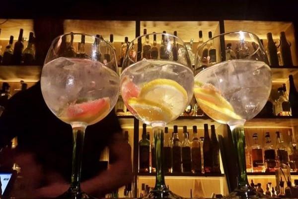 Eξαιρετικά cocktails και ψαγμένες μουσικές: Τα δυνατά χαρτιά του El Rey Alobar!