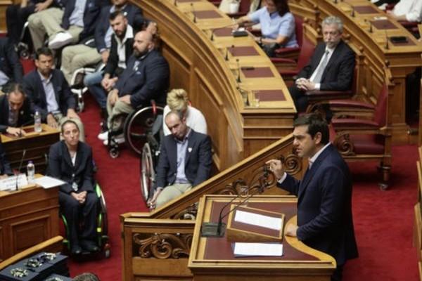 Συγκλονιστικές στιγμές στην Βουλή - Δακρυσμένοι οι Παραολυμπιονίκες: