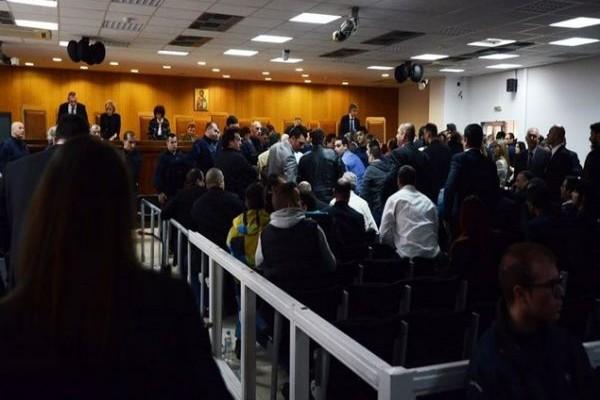 Ένταση στη δίκη της Χρυσής Αυγής: Τι συμβαίνει με αντιφασίστες