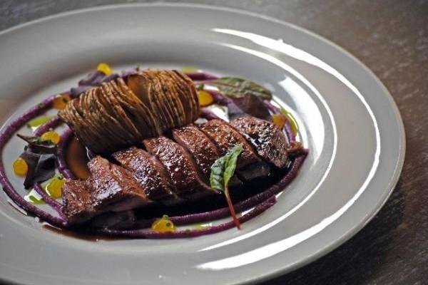 Υπάρχει ένα εστιατόριο της Αθήνας στο οποίο το κρέας γίνεται... τέχνη!