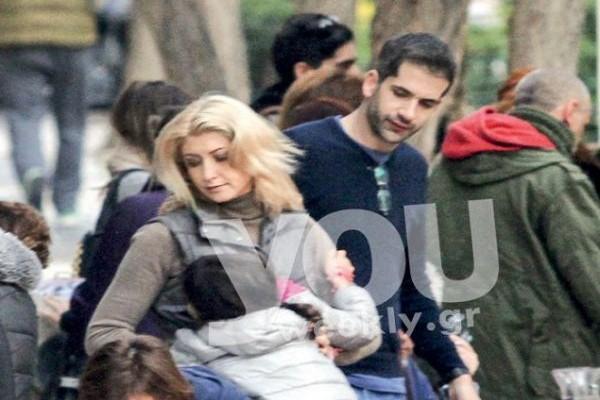 Κοσιώνη – Μπακογιάννης: Για πρώτη φορά βόλτα με τα παιδιά του – Το μονόπετρο στο χέρι της που έκλεψε τις εντυπώσεις…