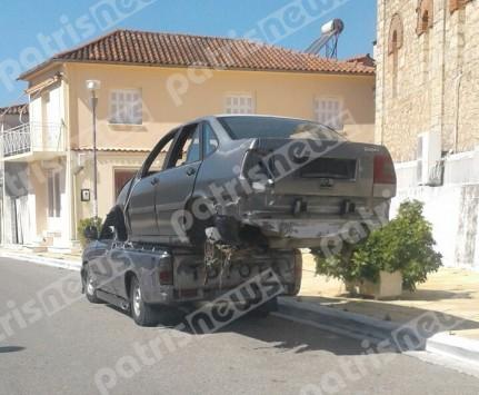 Η φωτογραφία του... αιώνα από τον Πύργο: Θεούλης φόρτωσε αυτοκίνητο στην καρότσα του αγροτικού του