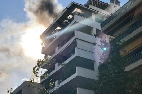 Έκτακτη είδηση: Φωτιά σε διαμέρισμα στη Νέα Σμύρνη - Πανικός επικρατεί στους ενοίκους των άλλων ορόφων