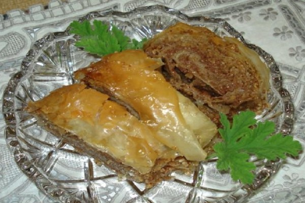 Το γλυκό της ημέρας: Μπακλαβάς με καρύδια και σουσάμι!