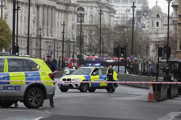 Τρόμος στο Λονδίνο: Θρίλερ με την πρωθυπουργό της Βρετανίας - Φυγαδεύτηκε άρον άρον!