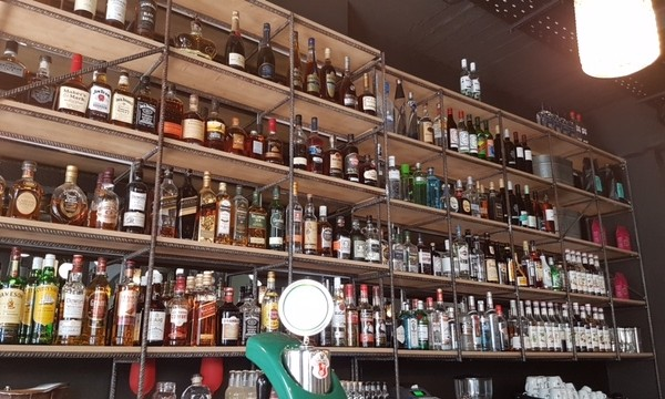 Το πρώτο κουρείο και ταυτόχρονα μπαρ είναι γεγονός!