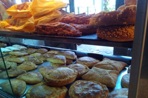 Χαμός από κόσμο: Εδώ θα βρεις τις κορυφαίες πίτες στην Αθήνα!