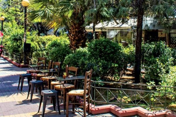 Βολτάροντας στο κέντρο της Αθήνας: Στάση Κουκάκι...Τι αλλάζει στη δημοφιλή πιάτσα;