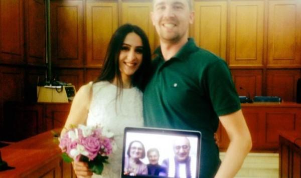 Γάμος - έπος: Παντρεύτηκαν μέσω... Skype στα Τρίκαλα!