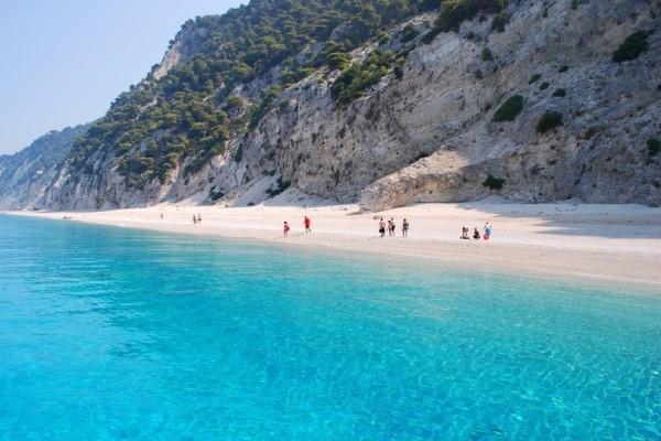 Το ελληνικό νησί που έχει μαγέψει τον πλανήτη και βρίσκεται στη λίστα με τις καλύτερες κρυμμένες παραλίες του πλανήτη! (photos)