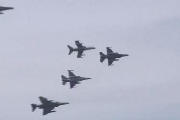Εντυπωσιακές εικόνες από τα μαχητικά αεροσκάφη πάνω από την Ακρόπολη! Δείτε video στο AthensMagazine.gr