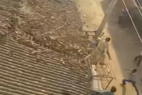 Βίντεο - θρίλερ: Αστυνομικός πήδηξε από στέγη για να γλιτώσει από λεοπάρδαλη