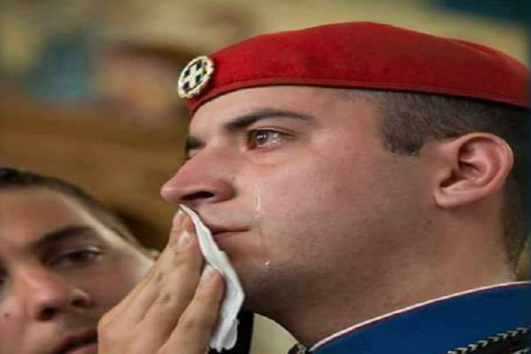 Η συγκίνηση του Έλληνα Εύζωνα στην Αυστραλία όταν άκουσε για την Ελλάδα! (photos)