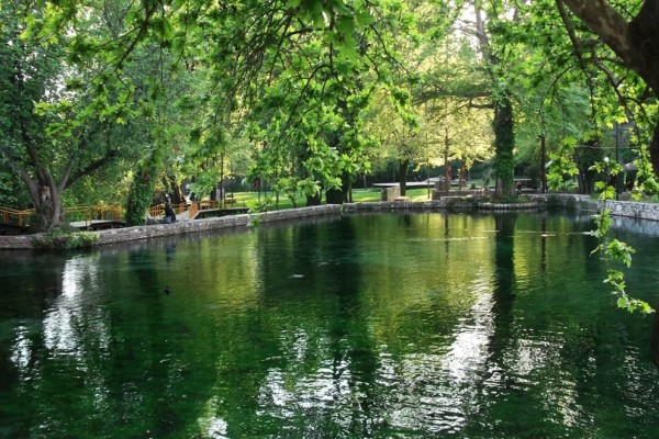 Δεν είναι στο Άμστερνταμ: Αυτό είναι το ομορφότερο πάρκο της Ευρώπης και βρίσκεται στην Ελλάδα! (Photos)
