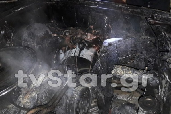 Αυτοκίνητο τυλίχθηκε στις φλόγες στο κέντρο της Λαμίας!