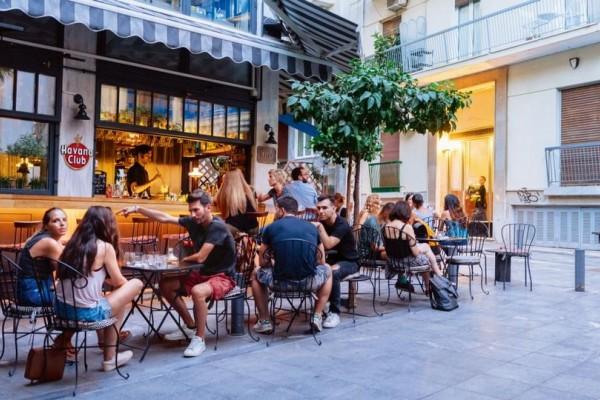 Αυτό είναι το νέο μέρος της Αθήνας όπου έχει γίνει hot στέκι για ποτό και φλερτ