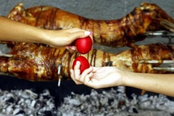 Πασχαλινό τραπέζι: Πόσες θερμίδες έχουν αρνί, κοκορέτσι και μαγειρίτσα;