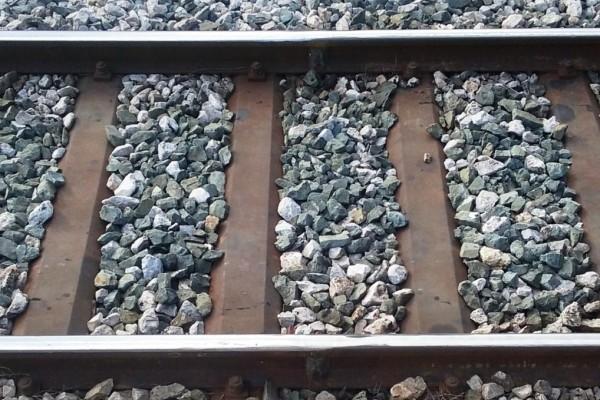 Αποκλείεται να το γνώριζες: Για ποιο λόγο υπάρχουν πέτρες ανάμεσα στις ράγες των τρένων;