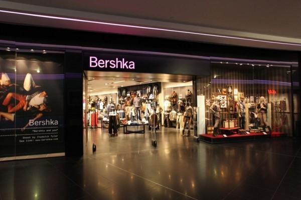 Bershka: Το απόλυτο φόρεμα του φετινού καλοκαιριού κοστίζει λιγότερο από 11 ευρώ! (photos)
