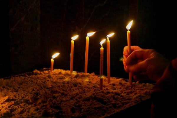 Το γνωρίζατε; Γιατί ανάβουμε κεριά στην Εκκλησία;