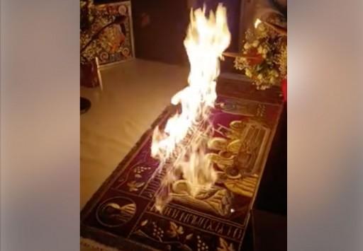 Απίστευτο: Ιερέας έβαλε… φωτιά στην Αγία Τράπεζα για το Δεύτε Λάβετε Φως!