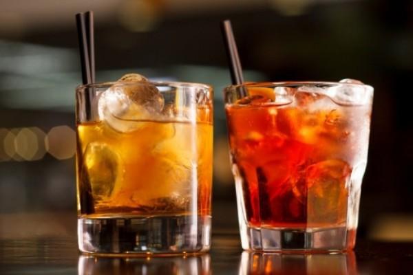 Ποτά από €2,50: Το φθηνότερο bar της Αθήνας, όπου όσο περισσότερο πίνεις, τόσο λιγότερο πληρώνεις!