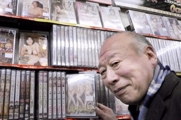 Τυπάρα: Κάνει καριέρα πoρνoστάρ παρότι είναι 82 ετών!
