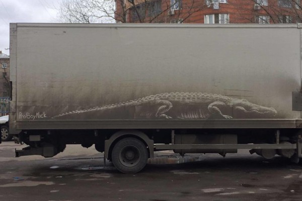 Πάθαμε πλάκα: Εντυπωσιακά γκράφιτι πάνω σε βρώμικα αυτοκίνητα! (photos)