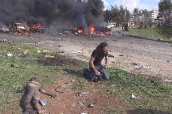 Φωτογράφος σπαράζει για τη φρίκη στη Συρία! 126 νεκροί από βομβιστική επίθεση, τα 68 ήταν παιδιά