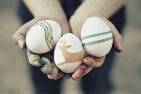 Πανεύκολο και δοκιμασμένο: Με αυτό το κόλπο θα καθαρίσετε τα χέρια σας από τη βαφή αυγών!