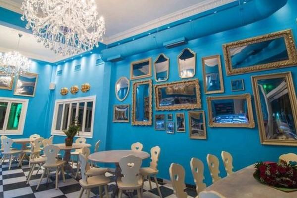 Cap Cap: Ο Ποντικός με τον Γαλάζιο Φιόγκο ανοίγει το νέο του ζαχαροπλαστείο στο Ελληνικό (photos)