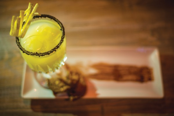 In budget διασκέδαση στην Αθήνα: Που θα πιεις φθηνό ποτό χωρίς να σου σερβίρουν μπόμπες;