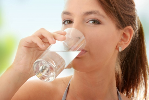 Προσοχή: Τι συμβαίνει στο σώμα μας αν δεν πίνουμε αρκετό νερό;