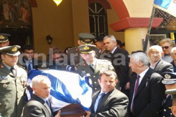 Πόση θλίψη Θεέ μου! Ράγισαν καρδιές στην κηδεία του κυβερνήτη του ελικοπτέρου! Λύγισε η τραγική χήρα -